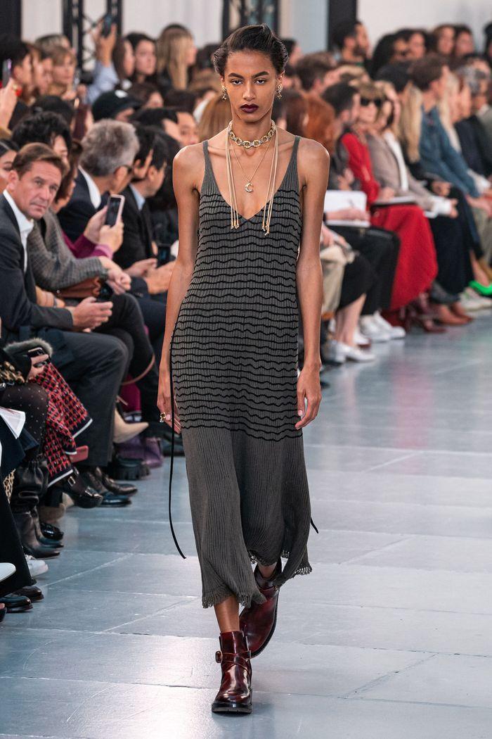 Модное длинное платье 2020 из коллекции Chloé