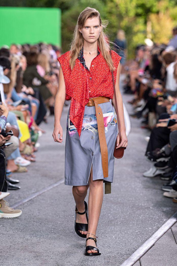 Модная серая юбка 2020 из коллекции Coach