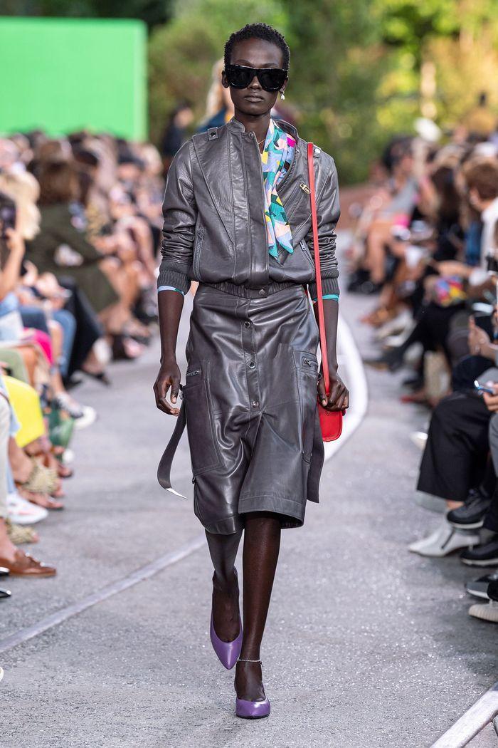 Модная кожаная юбка 2020 из коллекции Coach