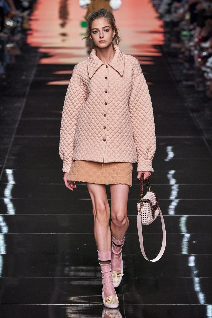 Модная бежевая юбка 2020 из коллекции Fendi