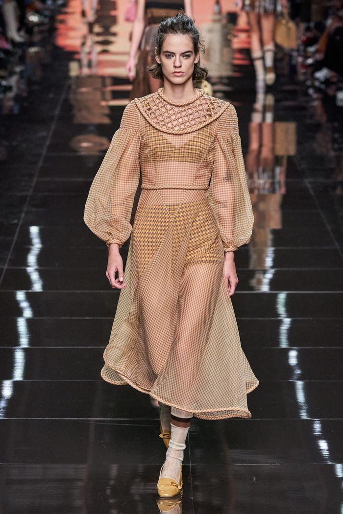 Модное длинное платье 2020 из коллекции Fendi