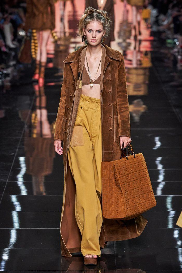 Модные цвета женских брюк 2020 года. Коллекция Fendi