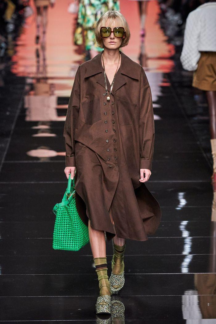 Модное платье-рубашка 2020 из коллекции Fendi