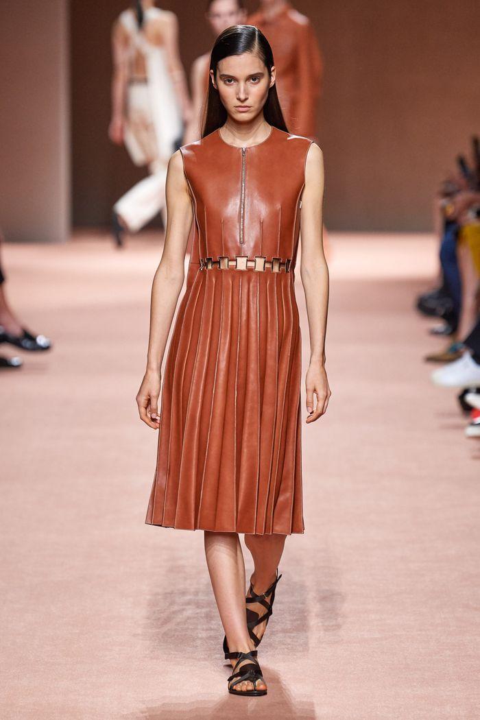 Модное кожаное платье 2020 из коллекции Hermès
