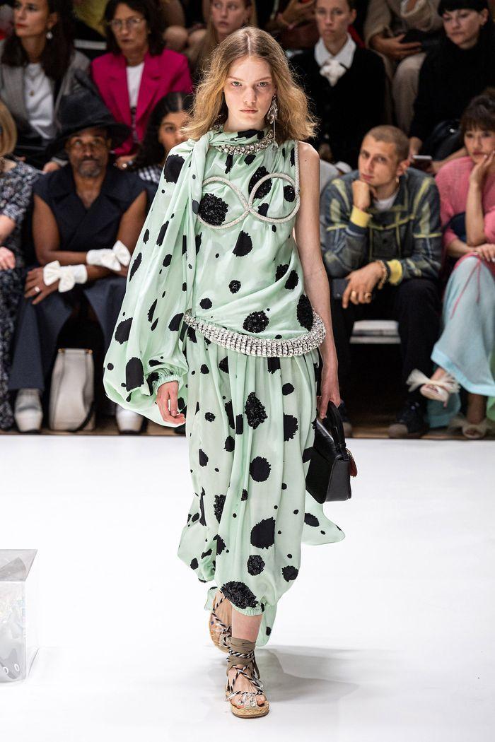 Модные цвета платьев 2020. Коллекция JW Anderson