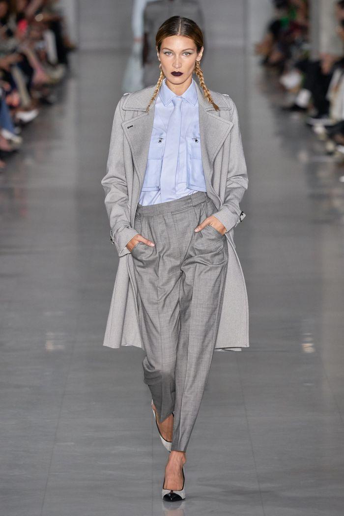 С чем носить классические брюки-бананы. Образ из коллекции Max Mara