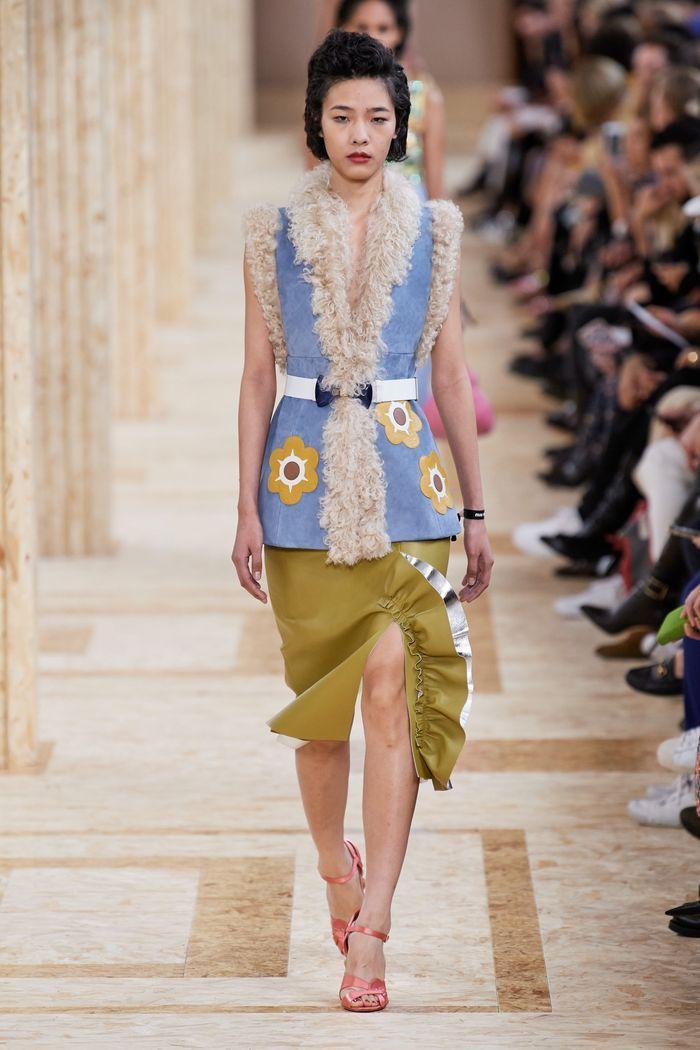 Модная зеленая юбка 2020 из коллекции Miu Miu