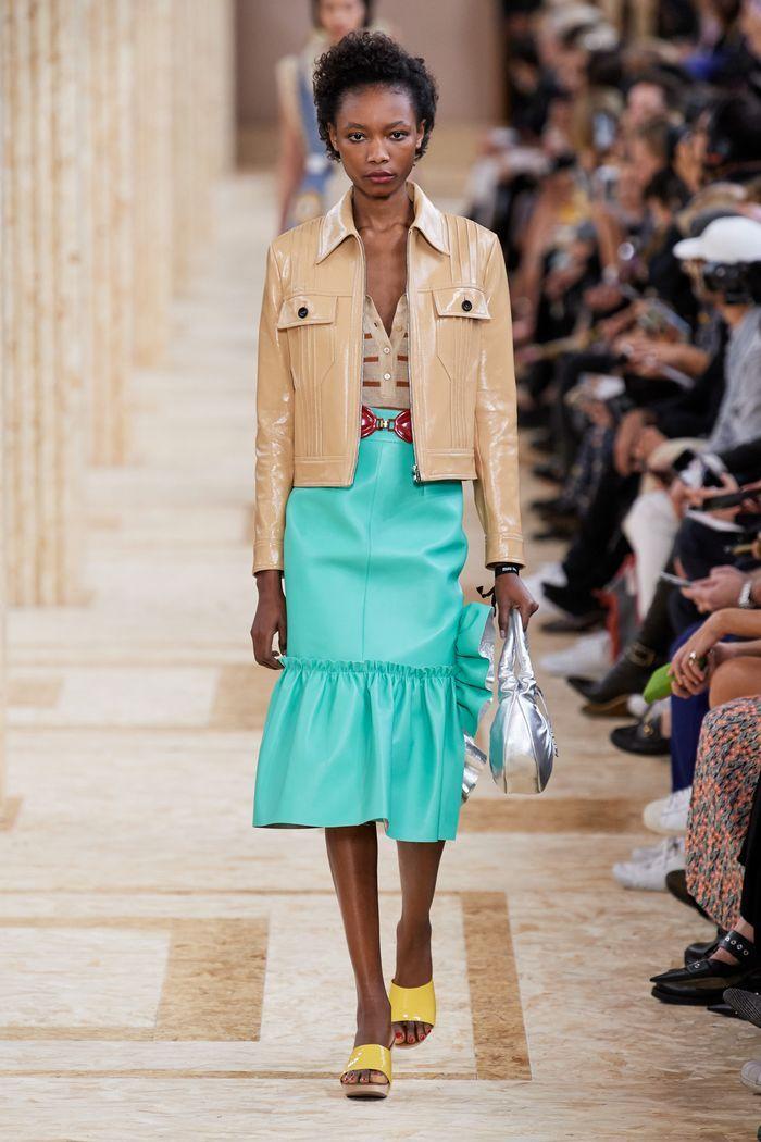 Модная бирюзовая юбка 2020 из коллекции Miu Miu