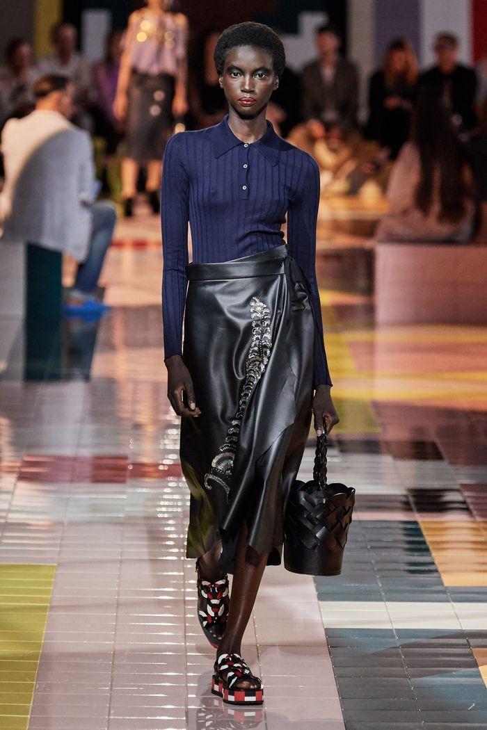 Модная кожаная юбка 2020 из коллекции Prada
