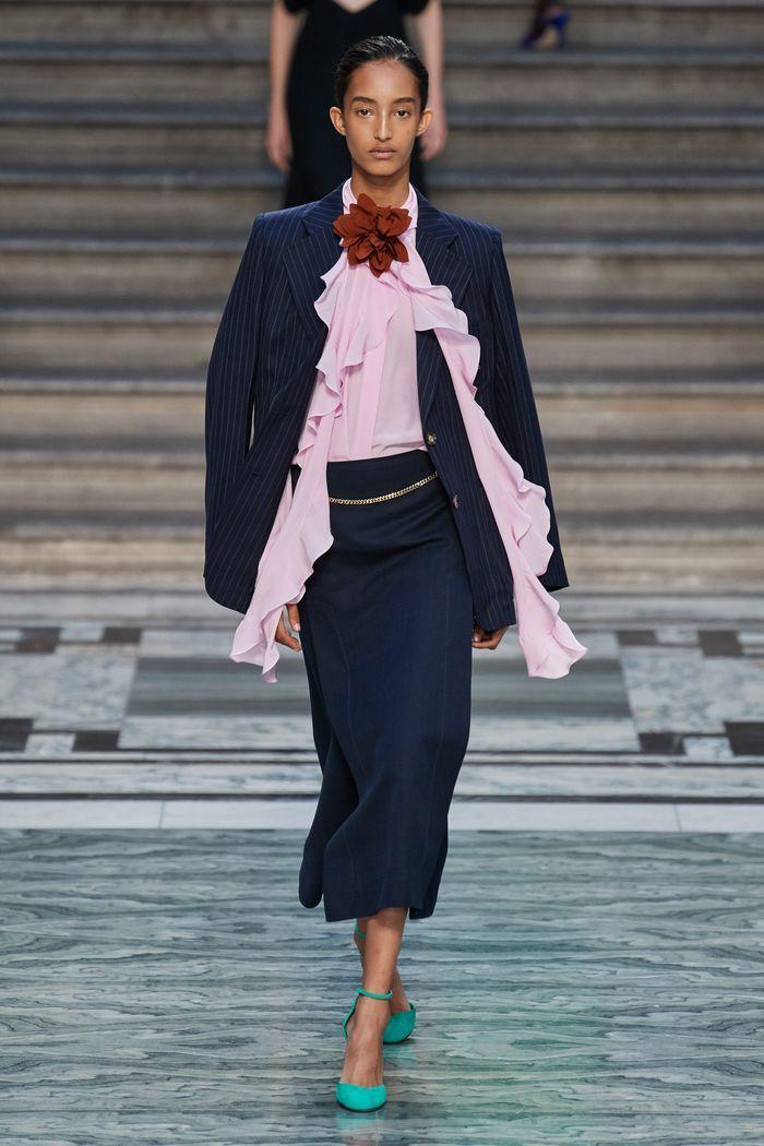 Модная синяя юбка 2020 из коллекции Victoria Beckham