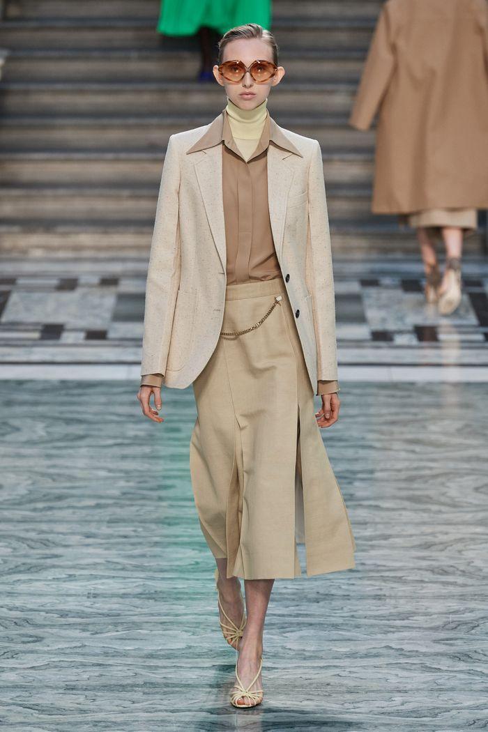 Модная бежевая юбка 2020 из коллекции Victoria Beckham