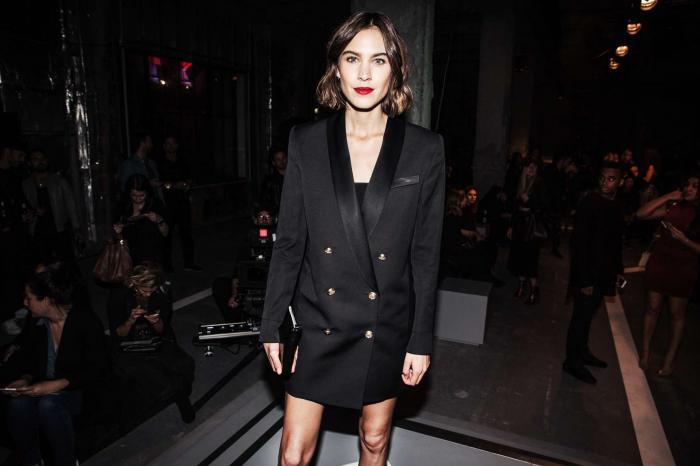 С чем носить модное платье-пиджак