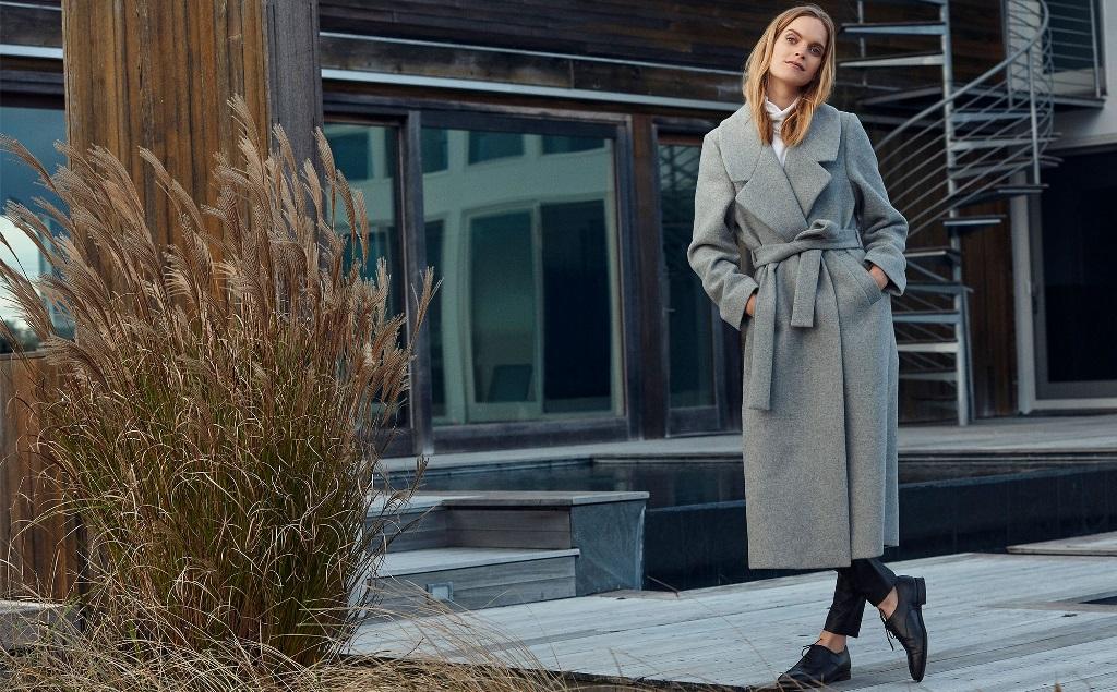 Серое пальто-халат: с чем носить
