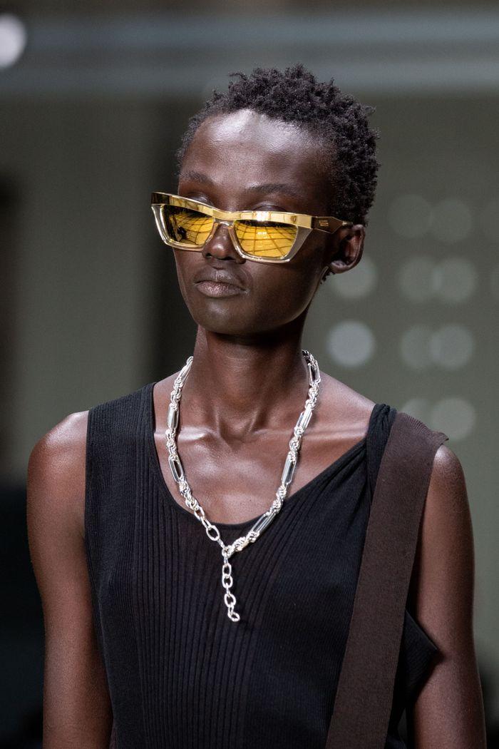 Модные женские солнцезащитные очки wayfarer из коллекции 2020 Bottega Veneta