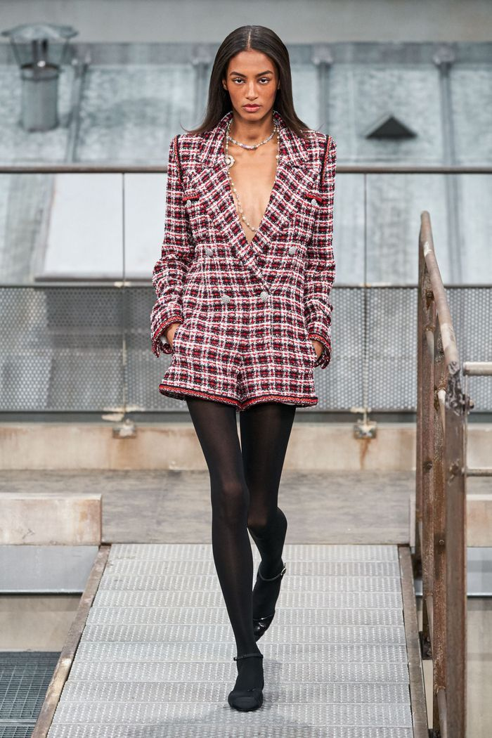 Модный комбинезон с шортами из коллекции весна-лето 2020 Chanel