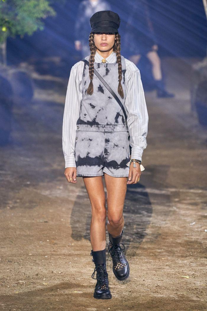 Модный комбинезон с шортами из коллекции весна-лето 2020 Christian Dior