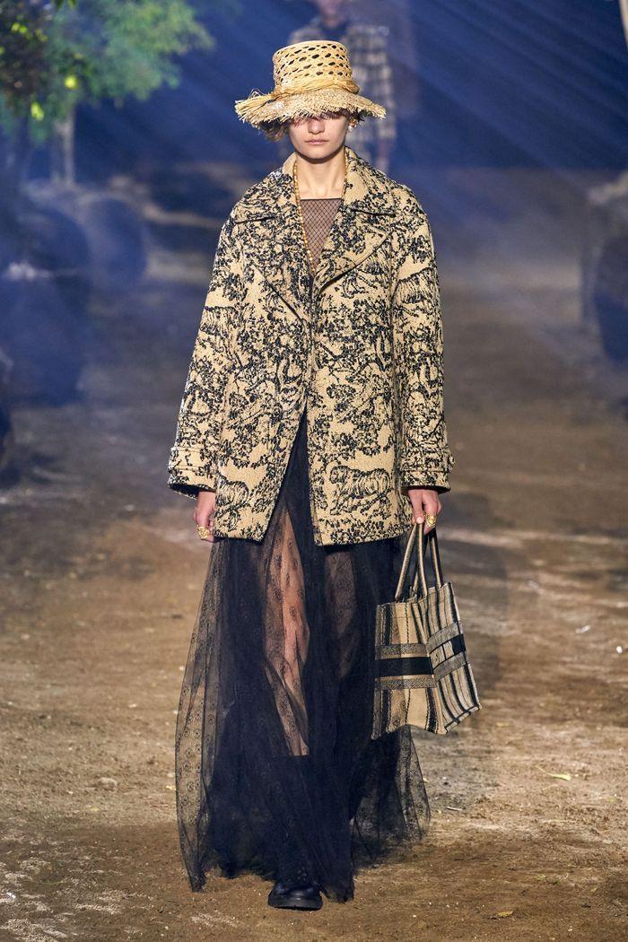 Модное пальто из коллекции весна 2020 Christian Dior