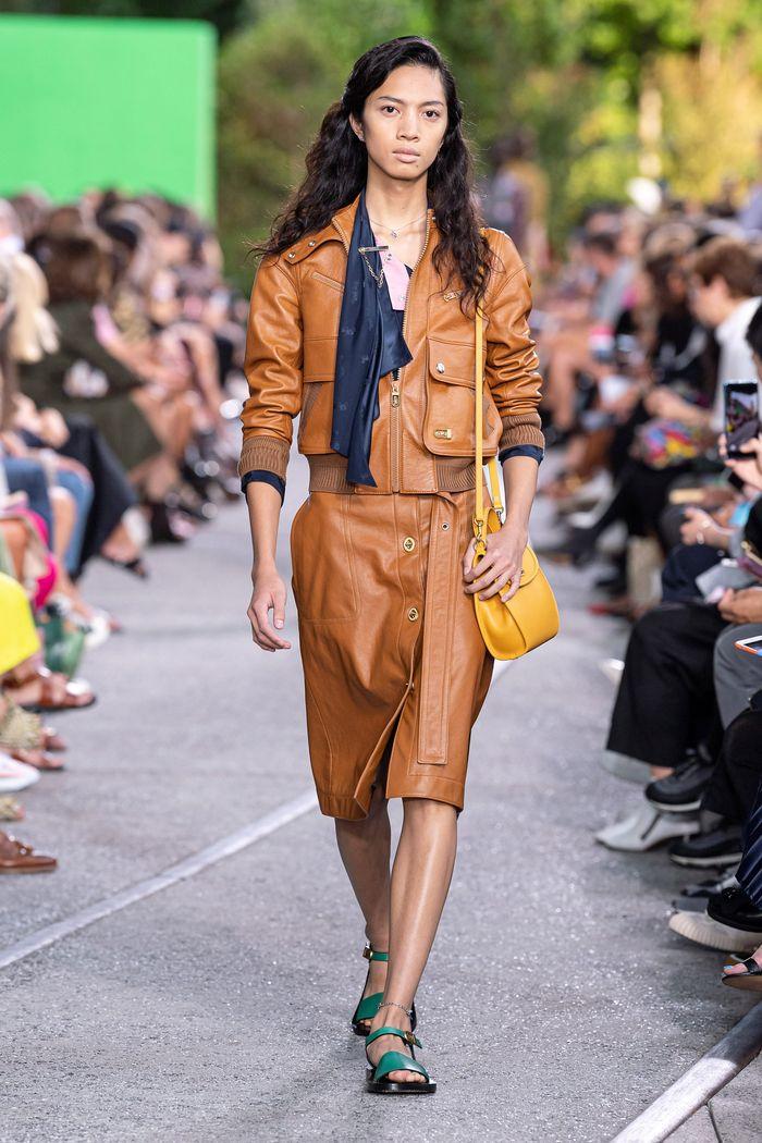 Модная кожаная куртка 2020 из коллекции Coach
