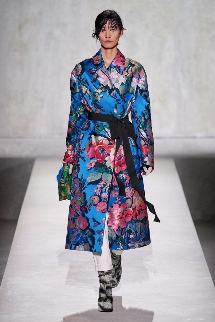 Модное пальто из коллекции весна 2020 Dries Van Noten