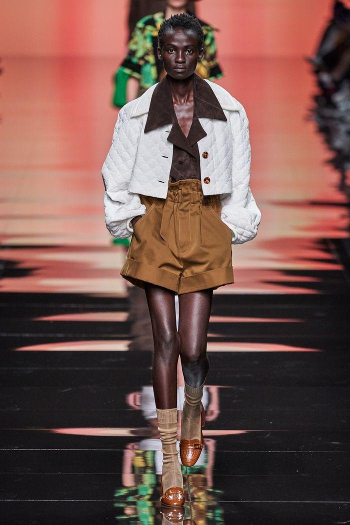 Модные шорты с завышенной талией из коллекции 2020 Fendi