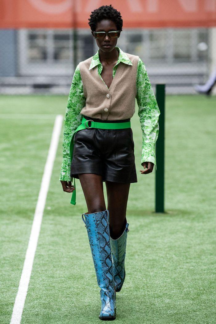 Модные кожаные шорты из коллекции весна-лето 2020 Ganni