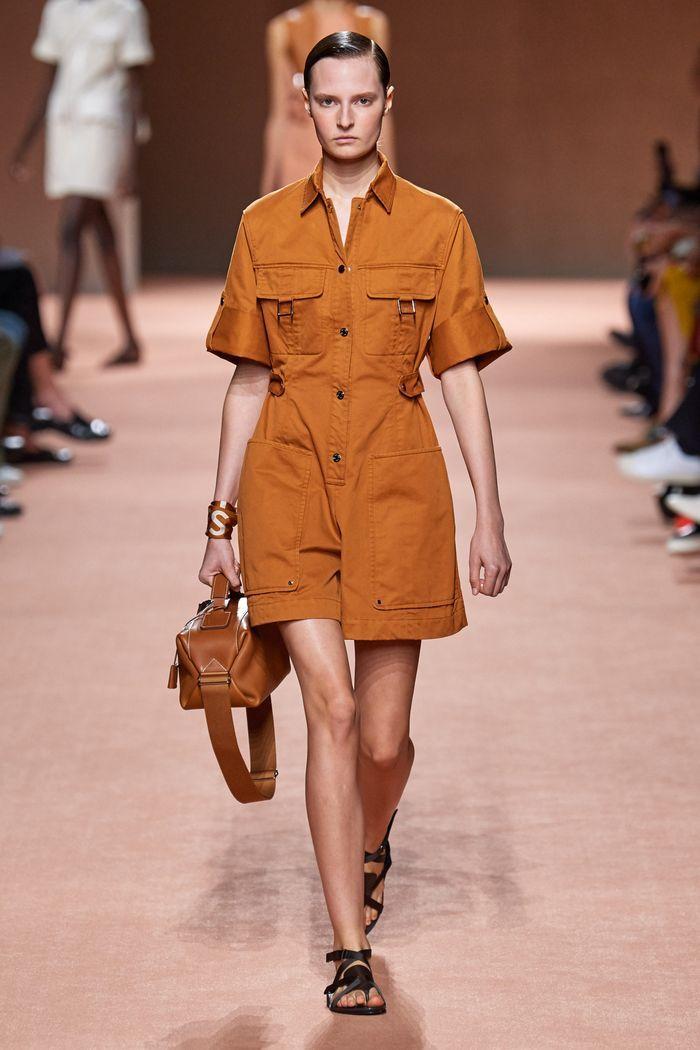 Модный комбинезон с шортами из коллекции весна-лето 2020 Hermès