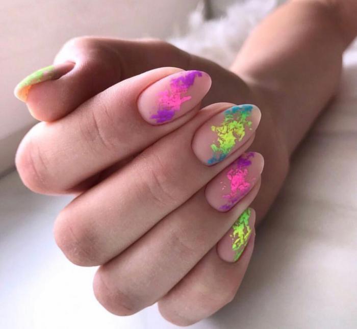 Популярные цвета и принты летнего маникюра