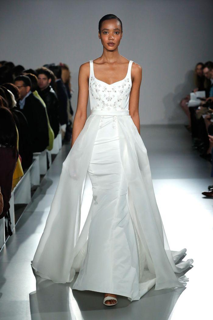 Модное свадебное платье со съемным шлейфом из коллекции 2020 Amsale