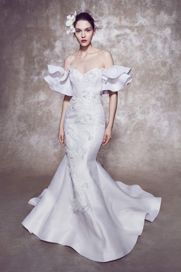 Модное свадебное платье с воланами из коллекции 2020 Marchesa