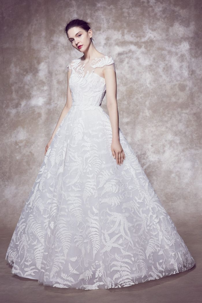 Модное свадебное платье с вышивкой из коллекции 2020 Marchesa