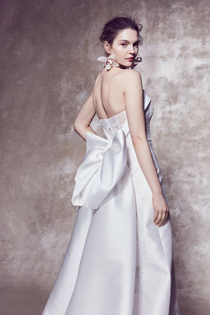 Модное свадебное платье с бантом из коллекции 2020 Marchesa