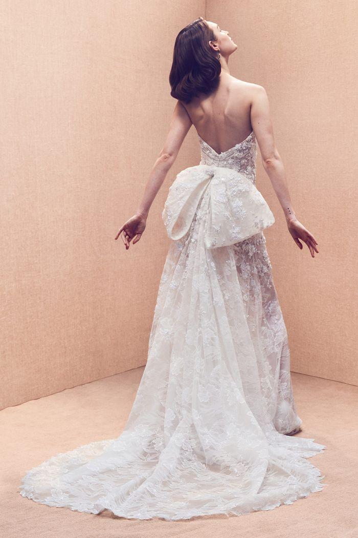 Модное свадебное платье с бантом из коллекции 2020 Oscar de la Renta