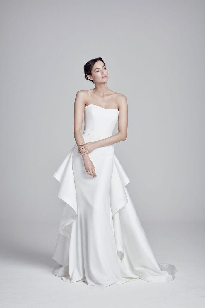 Модное свадебное платье со съемным шлейфом из коллекции 2020 Suzanne Neville