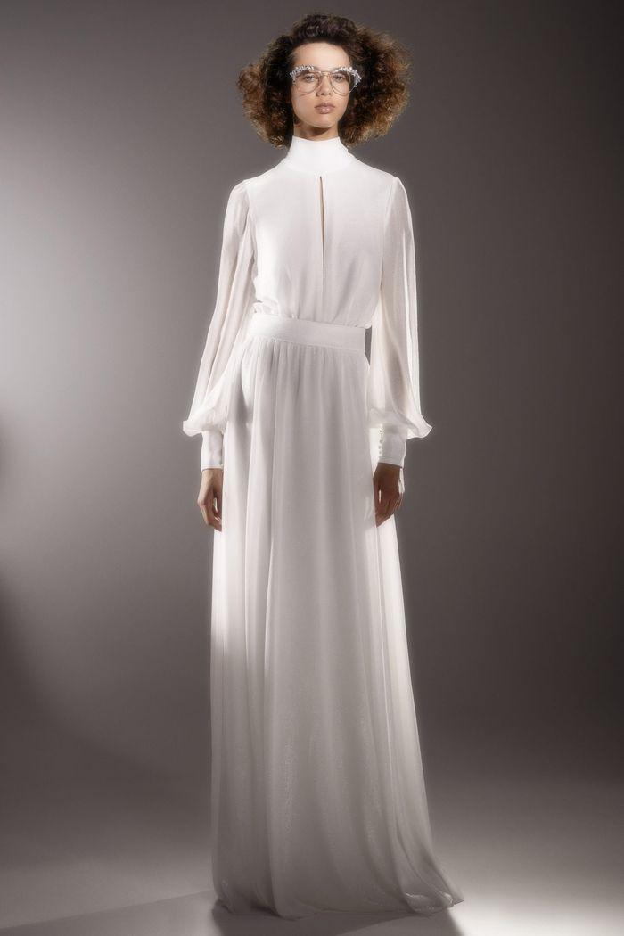 Модное свадебное платье в длинными рукавами из коллекции 2020 Viktor & Rolf