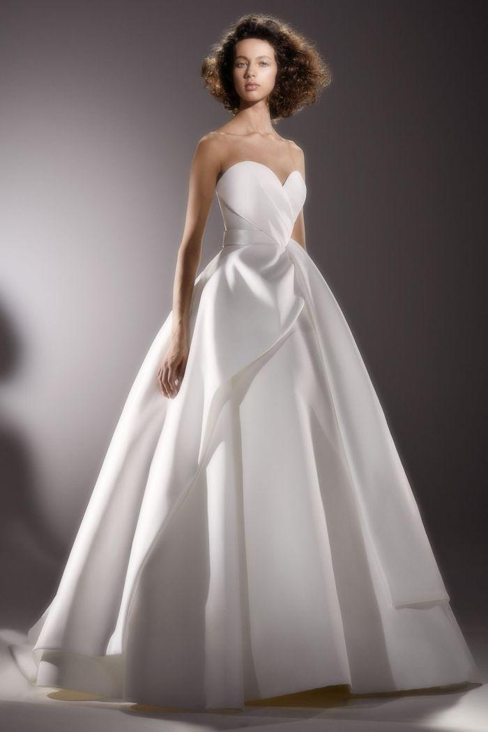 Пышное свадебное платье из коллекции 2020 Viktor & Rolf
