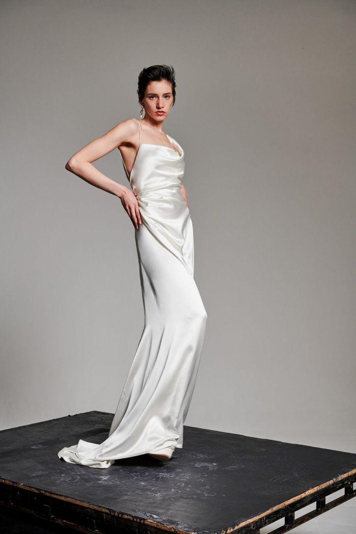 Модное свадебное платье в бельевом стиле из коллекции 2020 Vivienne Westwood