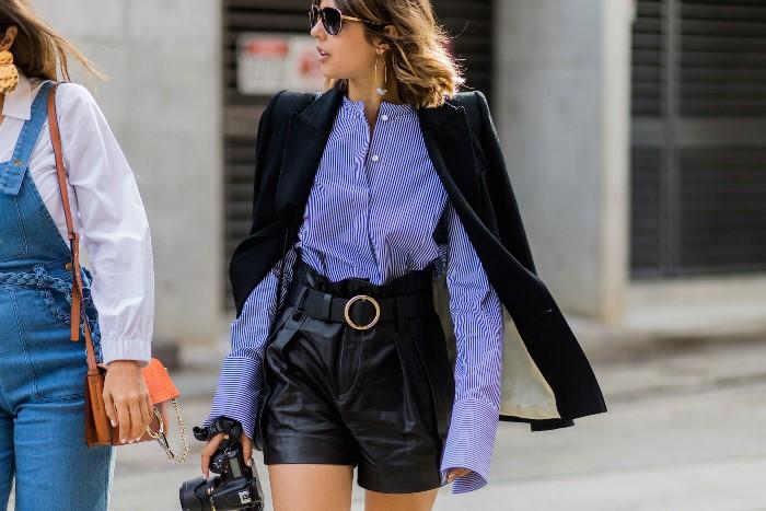С чем носить модные кожаные шорты