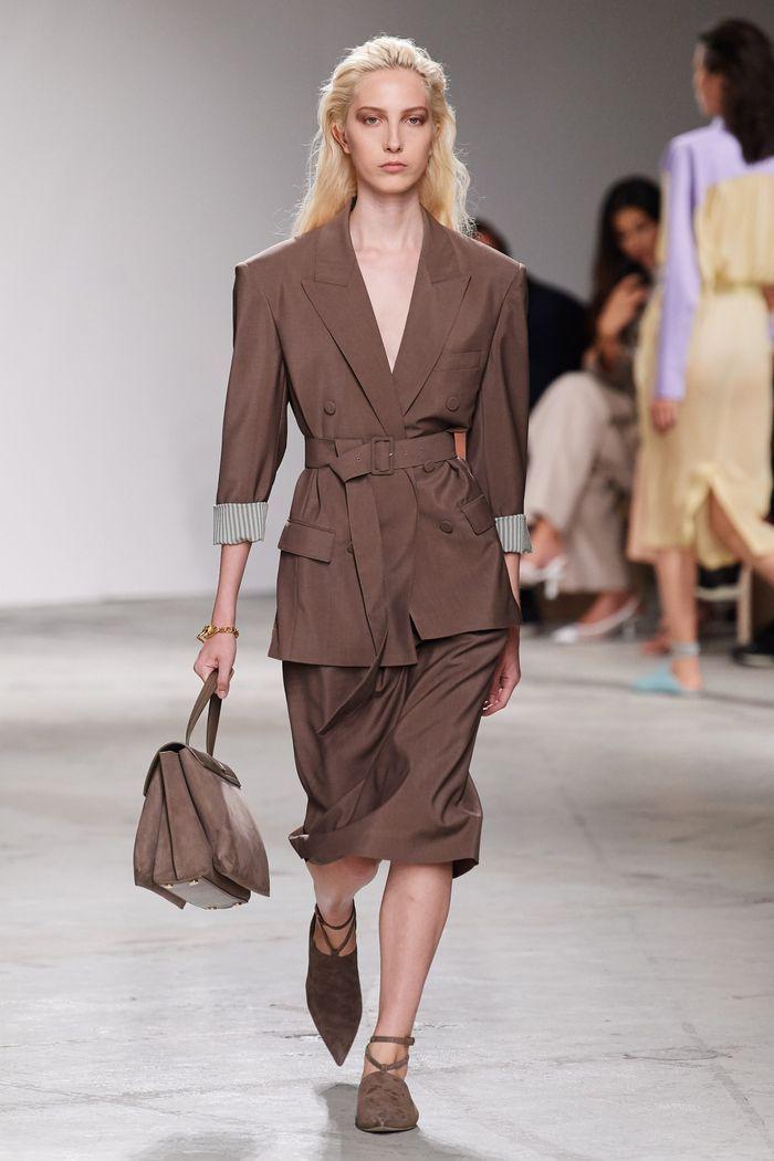 Модный пиджак с поясом из коллекции весна-лето 2020 Agnona