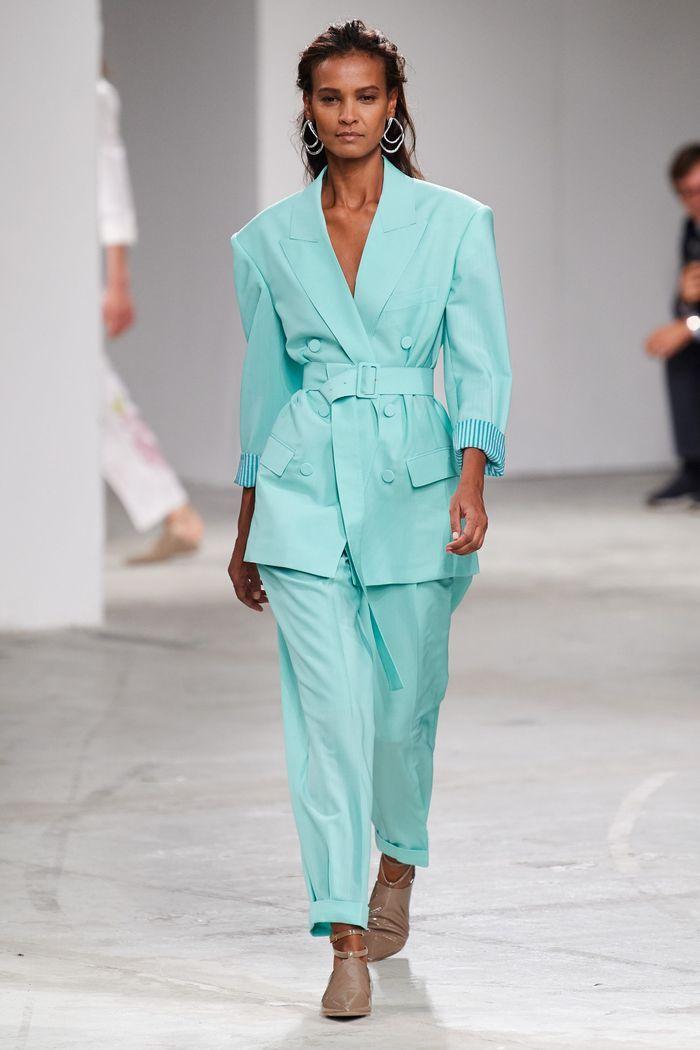 Модный женский брючный костюм с поясом коллекции весна-лето 2020 Agnona
