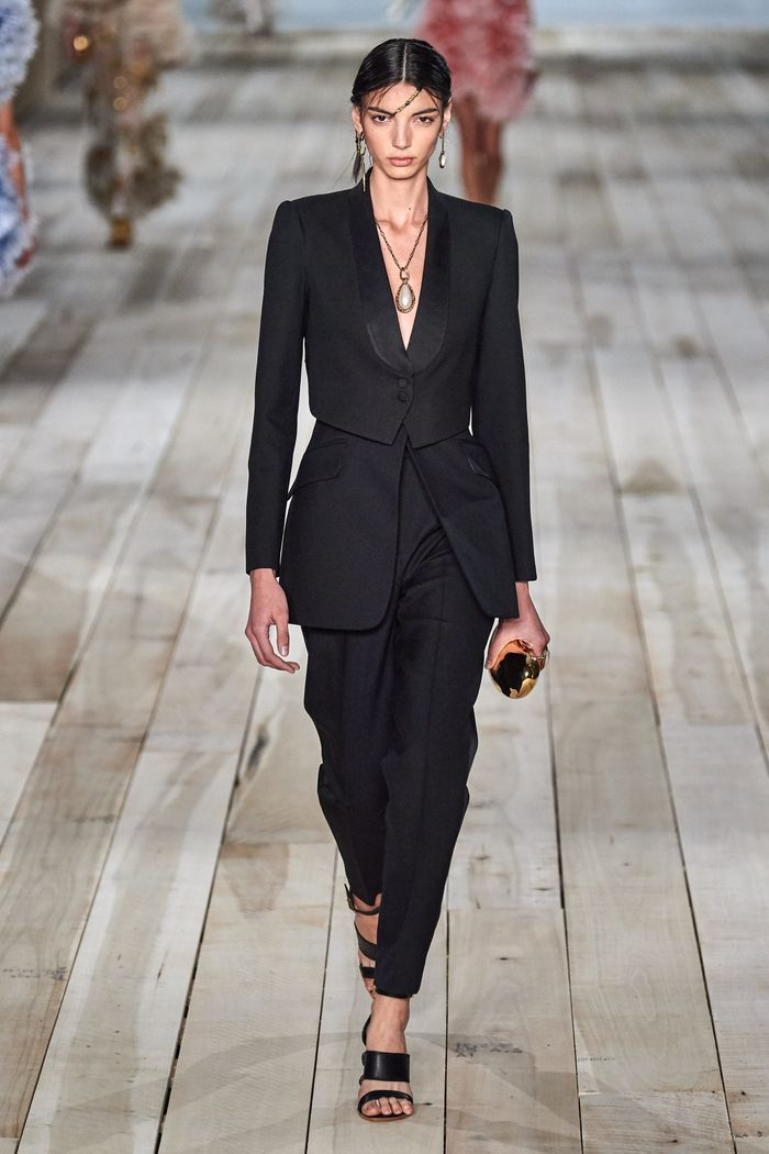Модный пиджак весна-лето 2020 из коллекции Alexander McQueen