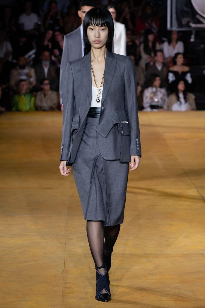 Модный костюм с юбкой из коллекции весна-лето 2020 Burberry