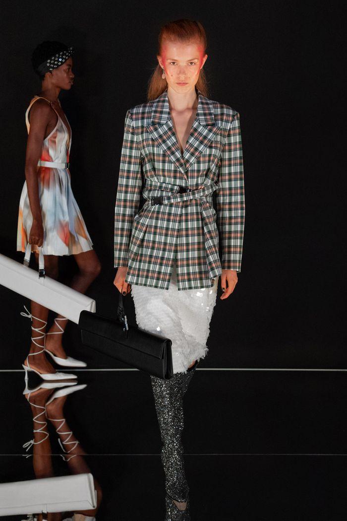 Модный клетчатый пиджак из коллекции весна-лето 2020 Calvin Luo
