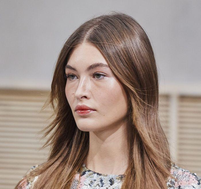Тренды в макияже весна-лето 2020. Фото с показа коллекции Chanel