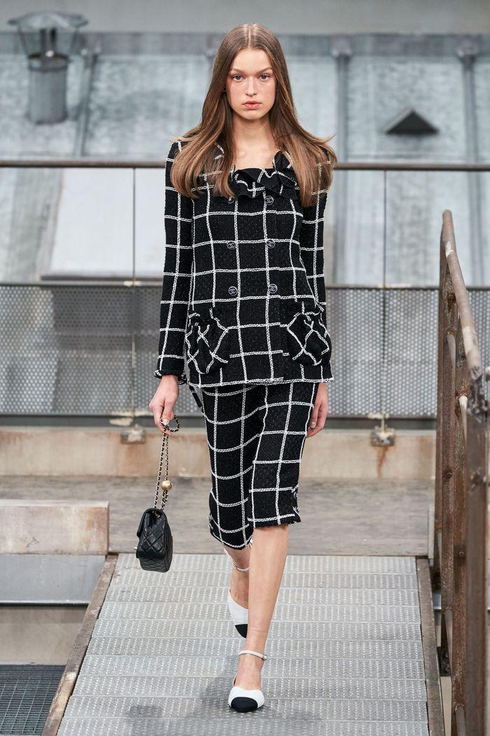 Модный женский костюм с шортами коллекции весна-лето 2020 Chanel
