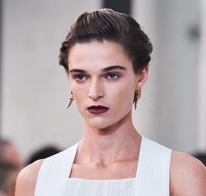 Тренды в макияже весна-лето 2020. Фото с показа коллекции Chloé