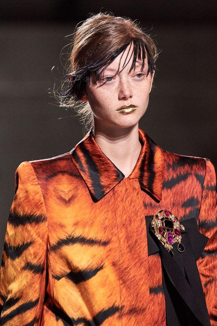 Тренды в макияже весна-лето 2020. Фото с показа коллекции Dries Van Noten