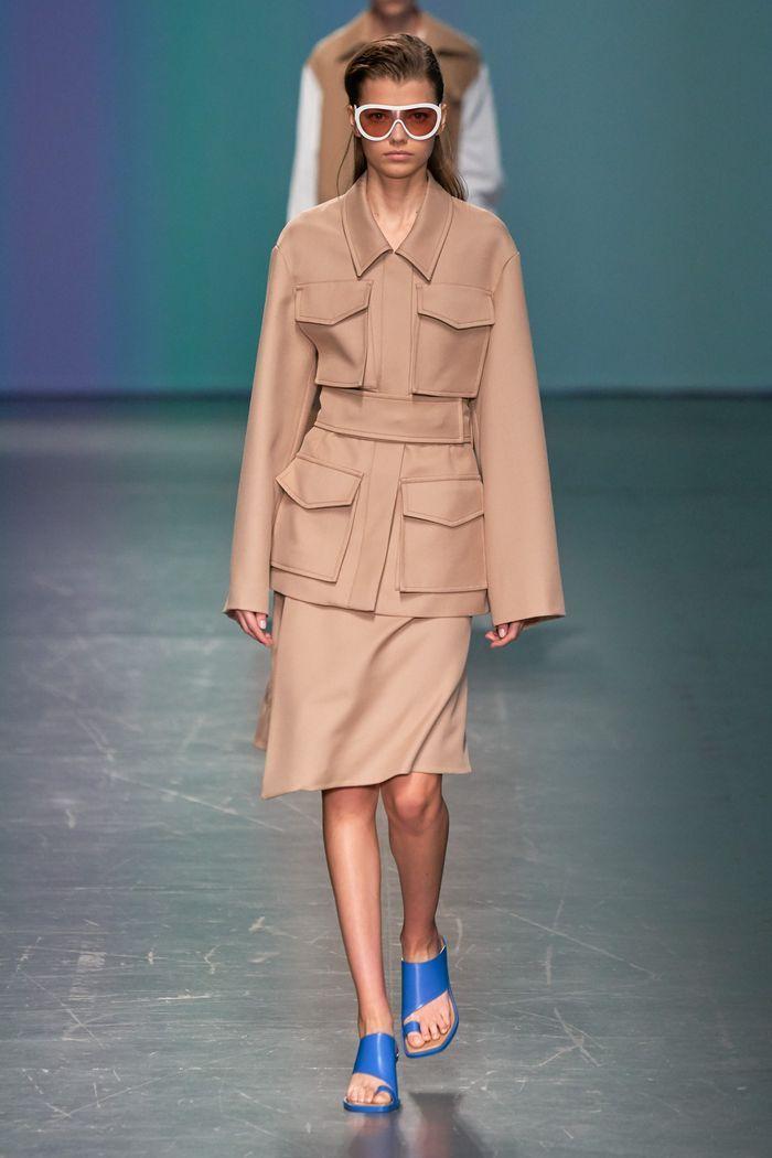 Модный женский костюм с накладными карманами коллекции весна-лето 2020 Hugo Boss
