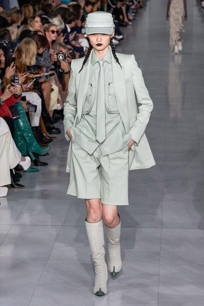 Модный женский костюм с шортами коллекции весна-лето 2020 Max Mara