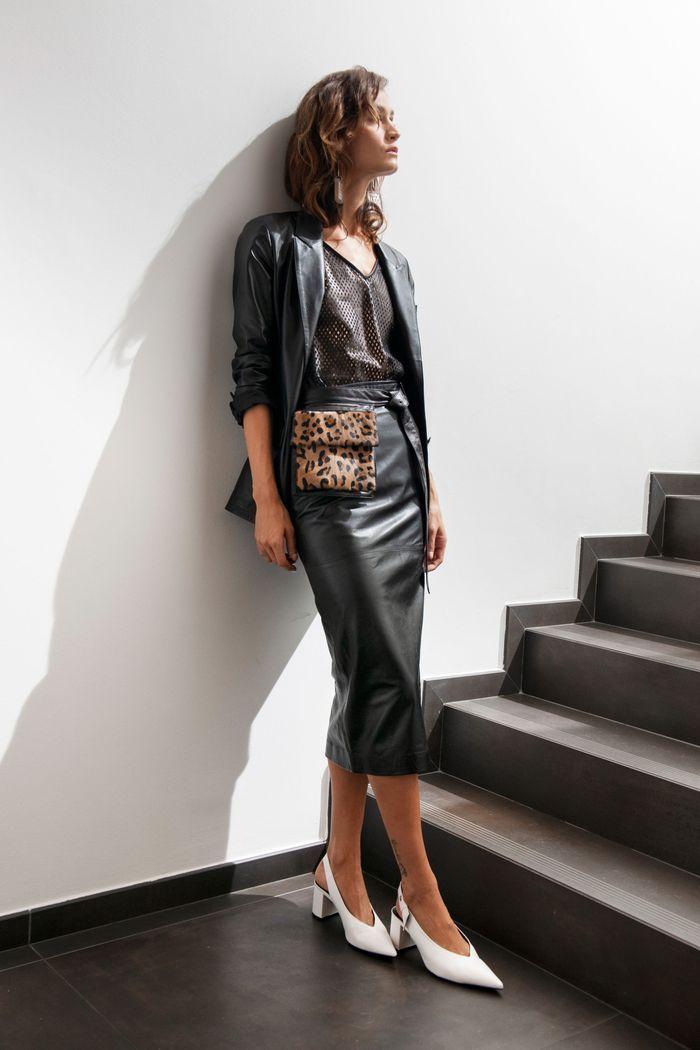 Модный женский кожаный костюм с юбкой коллекции весна-лето 2020 Simonetta Ravizza