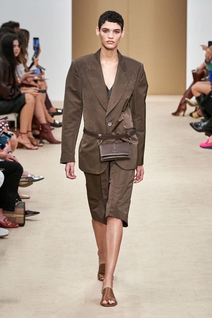 Модный женский костюм с шортами коллекции весна-лето 2020 Tod's